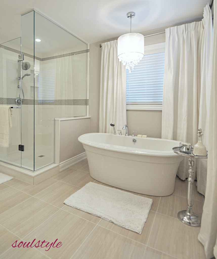 Elegant Neutrals Ensuite Soaker Tub
