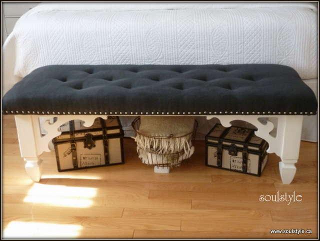 Upholstered Tufted Bench Complete