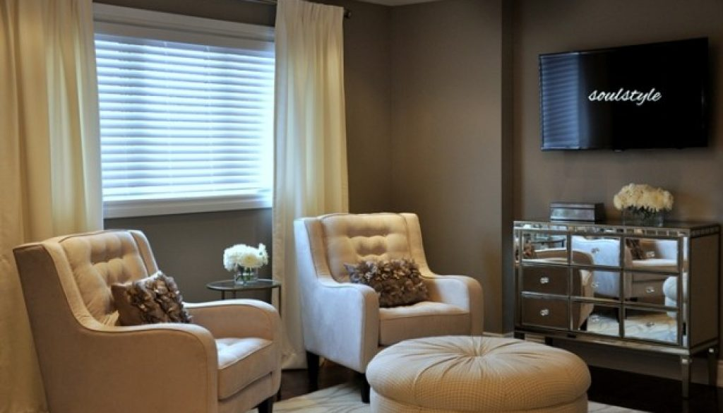 Master Bedroom Seating Area, Mirror Console Dresser ...